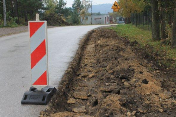 Nowe chodnki przy drodze gminnej oraz drogach powiatowych na terenie Gminy Łagów